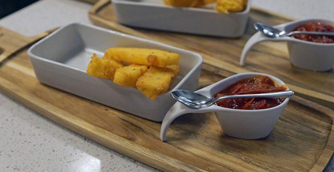 Anzeige Polenta Pommes mit Pfirsich Tomatenmarmelade Kochevent zum Thema Köstliches vom Kap 9
