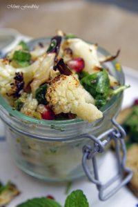 Gerösteter Blumenkohl Salat mit Bärlauch Pistazienkernen und Granatapfel 1