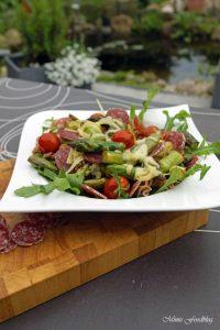 Vollkornpasta mit Spargel Cocktailtomaten und Rucola sommerliches Pastarezept perfekt für den Feierabend 3
