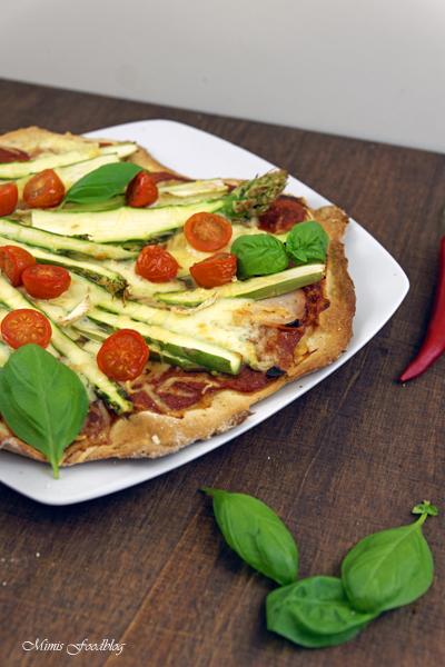 Pizza mit Grünem Spargel Cocktailtomaten und viererlei Käse denn eine leckere Pizza geht einfach immer 3