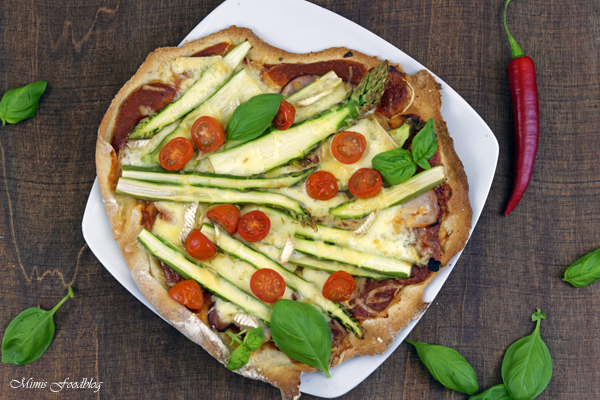Pizza mit Grünem Spargel Cocktailtomaten und viererlei Käse denn eine leckere Pizza geht einfach immer 4