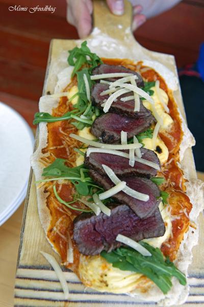 Pizza Americano Style aus dem Oberhitzegrill Grillen mal anders denn Pizza geht immer 10