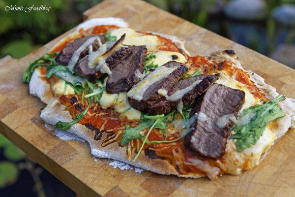 Pizza Americano Style aus dem Oberhitzegrill Grillen mal anders denn Pizza geht immer 14