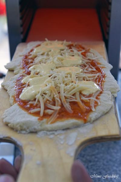 Pizza Americano Style aus dem Oberhitzegrill Grillen mal anders denn Pizza geht immer 8