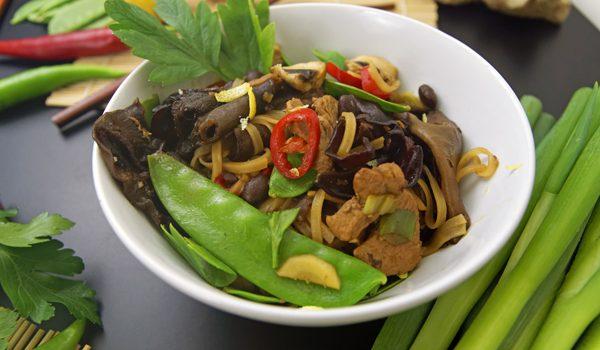 Chinesische Nudeln mit Schweinefleisch Kulinarisch ferne Länder mit Thalia entdecken 1