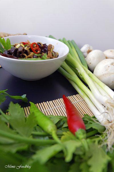 Chinesische Nudeln mit Schweinefleisch Kulinarisch ferne Länder mit Thalia entdecken 2