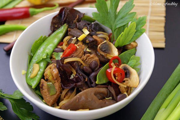 Chinesische Nudeln mit Schweinefleisch Kulinarisch ferne Länder mit Thalia entdecken 6