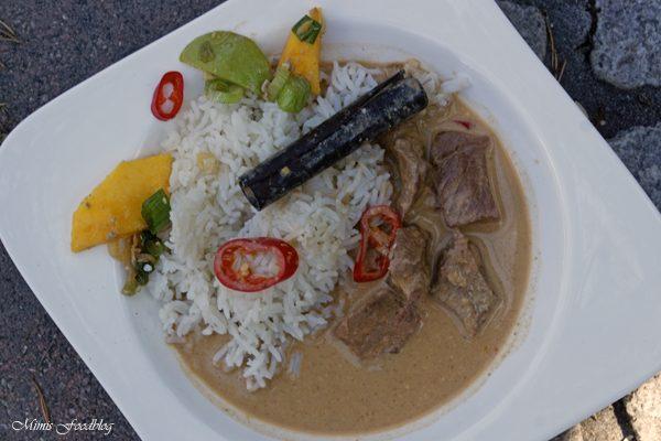 Kaeng phed nuer ~ klassisches rotes Thai Curry aus dem Dutch Oven