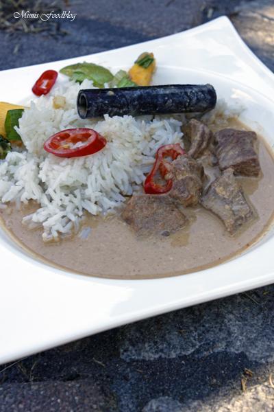 Kaeng phed nuer klassisches rotes Thai Curry aus dem Dutch Oven