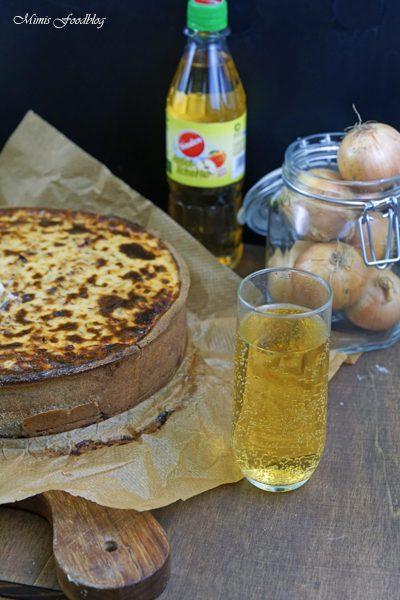 Anzeige Zwiebelkuchen mit Buchweizen Roggenboden dazu die vegane Erfrischung Sinalco 1