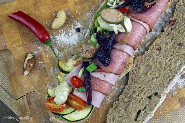 {Anzeige} Selbstgemachtes Vollkornbaguette mit Antipasti und Zwiebel-Feigen-Chutney ~ HerzensSACHE – Wurst von Reinert