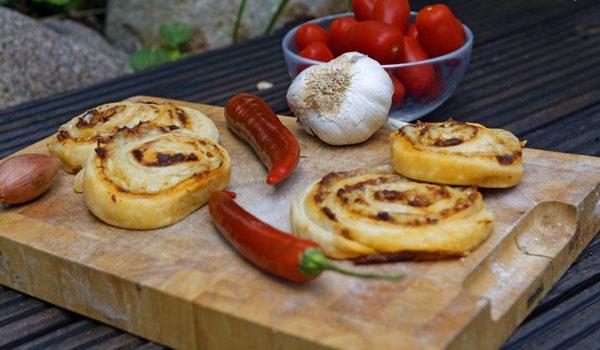 Chili Knoblauch Blätterteig Wheels mit Bacon die knusprige Beilage 1