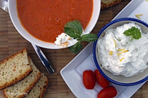Sommerliche Tomatensuppe ~ Suppenliebe aus Datteltomaten
