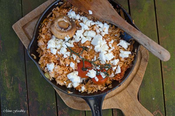 Rote Reispfanne mit Schafskäse ~ mediterranes, schnelles Resteessen -
