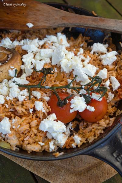 Rote Reispfanne mit Schafskäse mediterranes schnelles Resteessen 2