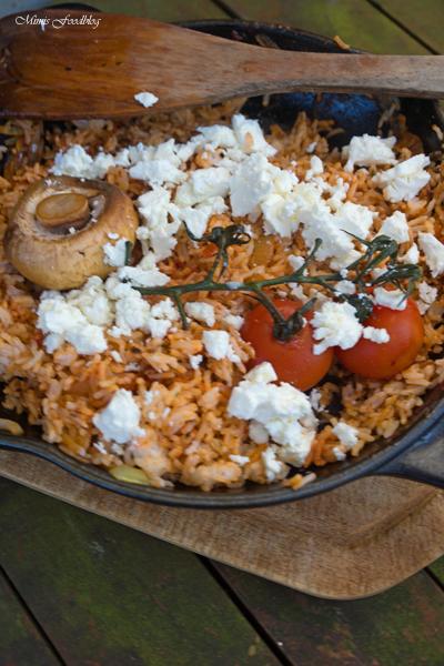 Rote Reispfanne mit Schafskäse mediterranes schnelles Resteessen 3