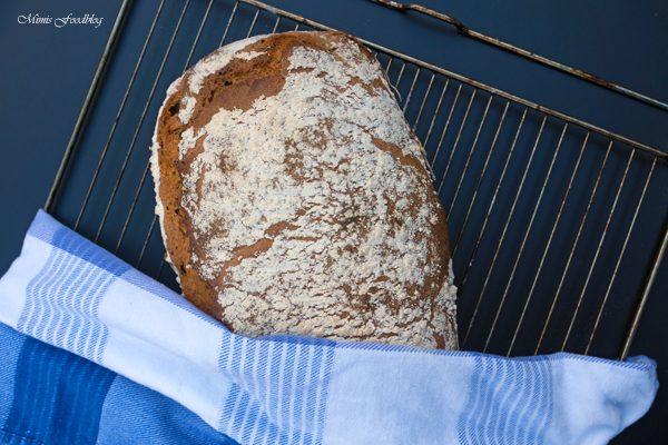 Sauerteigbrot aus Dinkel- und Roggenmehl ~ selbst gebackenes Brot zum Frühstück