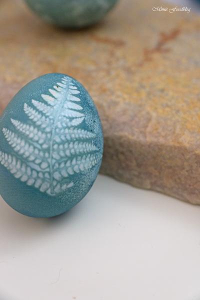 Das natürlich gefärbte Blau der Ostereier Eier färben mit Blaubeeren 9