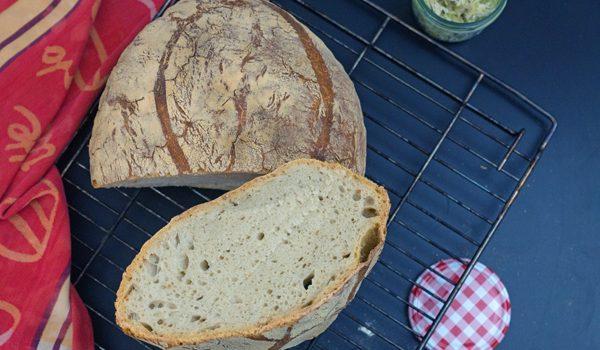 Französisches Landbrot ein Sauerteigbrot mit Weizenmehl 4