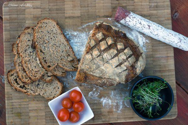 Kleines Brot mit Körnern und Dinkelschrot ~ rustikale Brotliebe mit knackiger Kruste