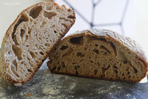 Franzoesisches Roggenmischbrot gebacken im gusseisernen Braeter 4
