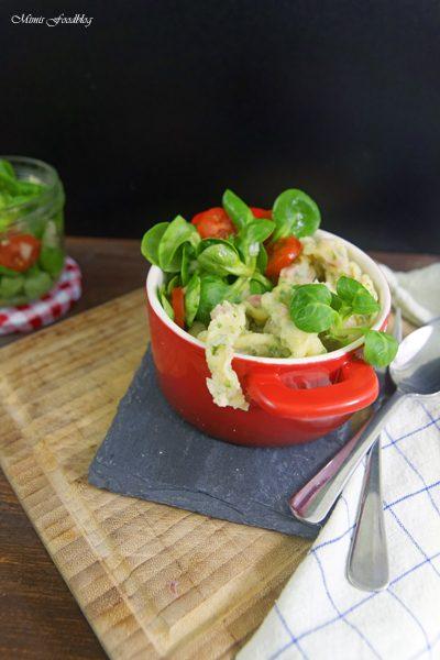 Schwaebische Wurstspaetzle klassische Hausmannskost als Suppe oder zu Salat 13