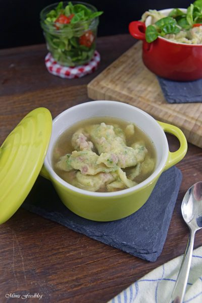 Schwaebische Wurstspaetzle klassische Hausmannskost als Suppe oder zu Salat 14