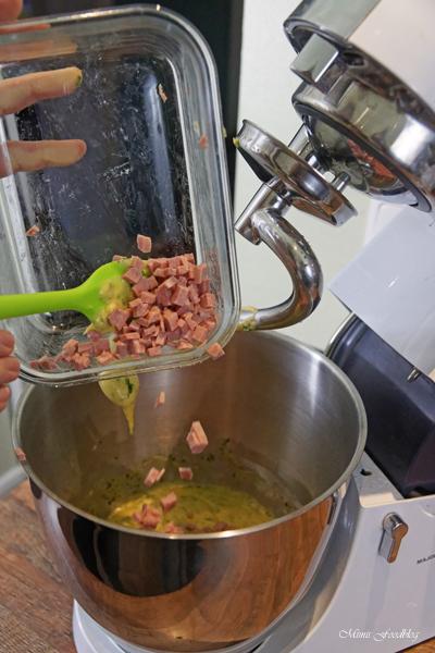 Schwaebische Wurstspaetzle klassische Hausmannskost als Suppe oder zu Salat 3
