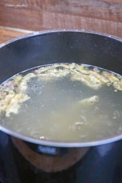 Schwaebische Wurstspaetzle klassische Hausmannskost als Suppe oder zu Salat 9