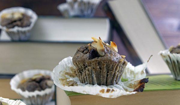 Einfache und gesunde Bananen-Schoko-Muffins.